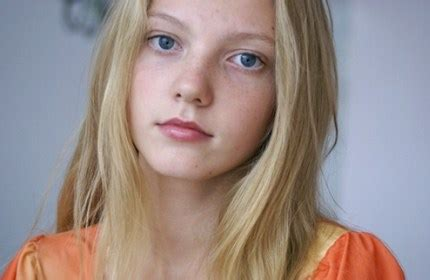 daphne little girl models girl model a house of mirrors in the teen modelling world
