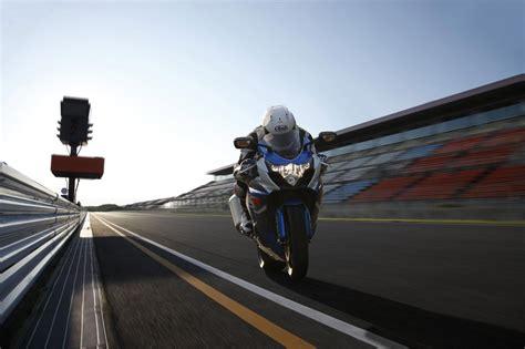 suzuki gsxr  drops lbs boosts mid range asphalt rubber