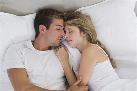 Dicas Para os Recém Casados   Como Dormir Bem na Cama de Casal?