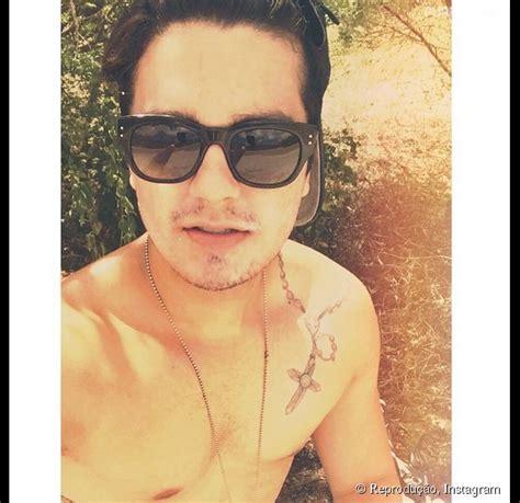 luan santana publica foto sem camisa no instagram e