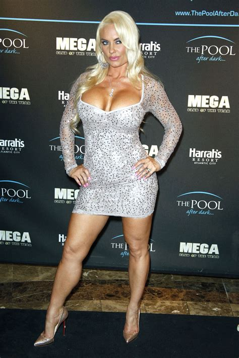 nicole coco austin nicole coco austin hosts the pool after dark at harrah s