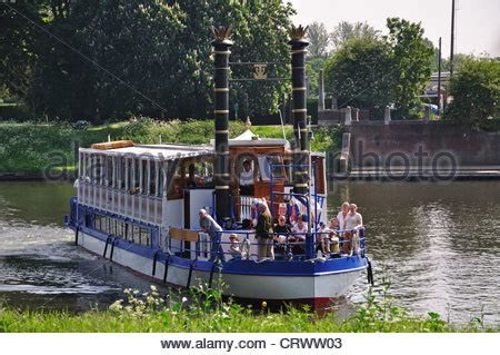 richmond upon thames river cruise hton court palace richmond upon thames london
