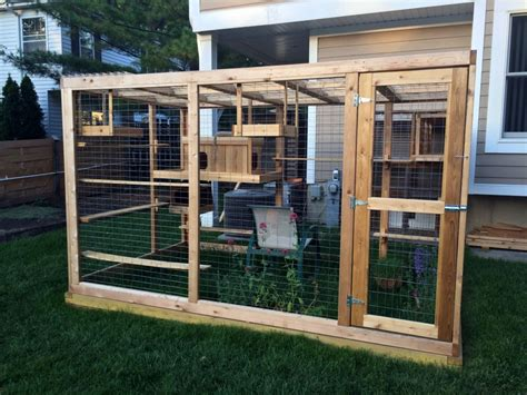 Homemade outdoor cat house iz every cat's dream