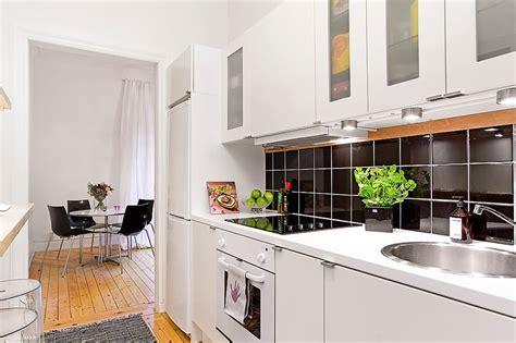 aprovechar el espacio al maximo la cocina en el pasillo