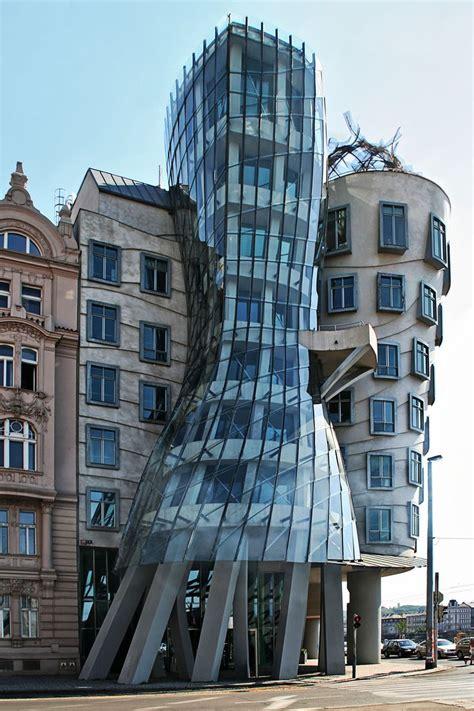 das tanzende haus prag architektur futuristische