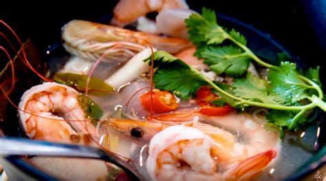 how to make tom yum soup steve s kitchen