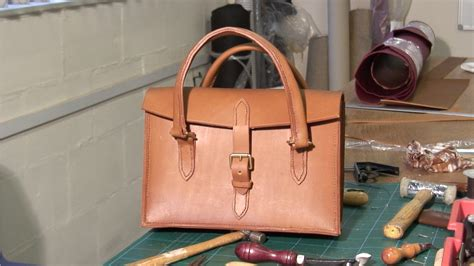 How To Make Handmade Leather Bags - stitched leather handbag