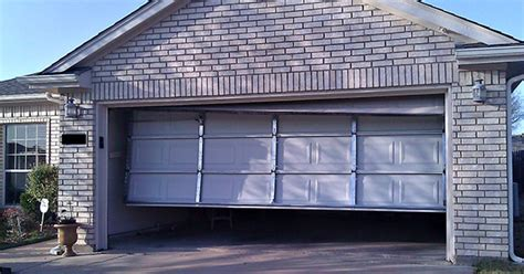 How To Resolve Day To Day Garage Door Repair Issue Macuhoweb Garage Door Getting Stuck