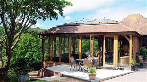 glasveranda bauen wohnwintergarten gestalten und in eine gem 252 tliche glasoase