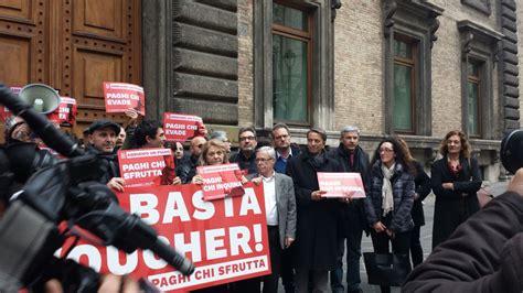 sede ministero lavoro manifestazione 4 marzo a roma davanti la sede