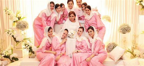 25  Model Baju Seragam Keluarga Pengantin Muslimah Terbaru