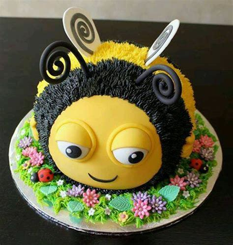 Bee Decorations For Cakes by Best 20 Bumble Bee Cake Ideas On Bee Cakes Bee Birthday Cake And Bumble Bee Cupcakes