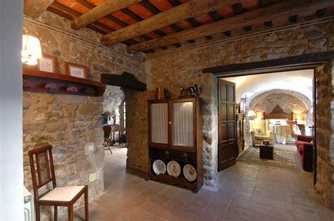 interior de casas rusticas casa de piedra con patio interior en el empord 224 house