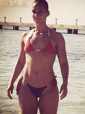 alicia keys flaunts fit physique in a bikini