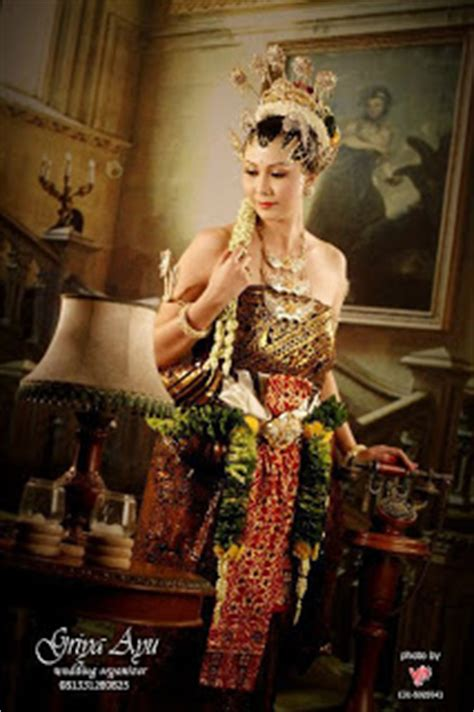 Baju Kebaya Modern By Ratu Budaya noura griya ayu rias pengantin modern