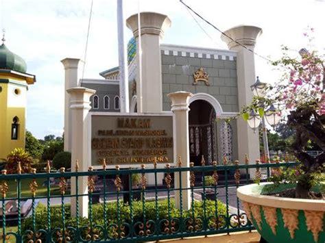 nama keraton istana raja di indonesia negeri pesona mengenal kisah pria yang jadi nama bandara di istana siak
