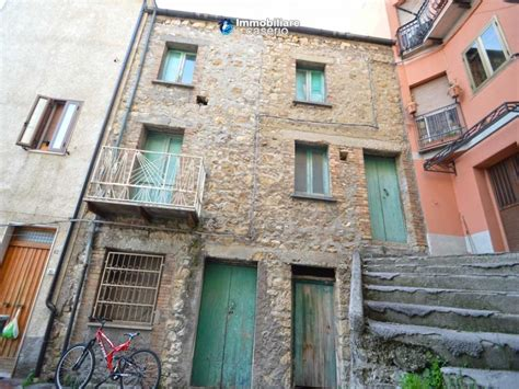 casa abruzzo casa in pietra e mattoni con cantine in vendita in italia