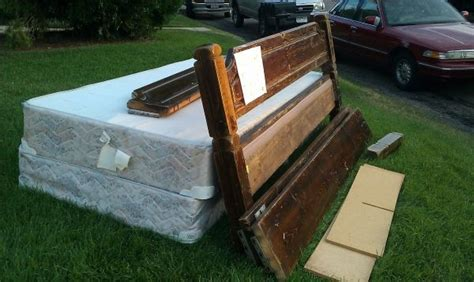 free beds craigslist 1000 images about free craigslist mattresses on pinterest