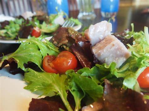 cuisine sous vide modernist cuisine sous vide tuna confit on green salad