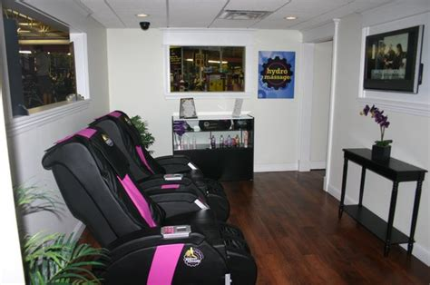 planet fitness massage bed planet fitness in hton bays celebrates grand reopening