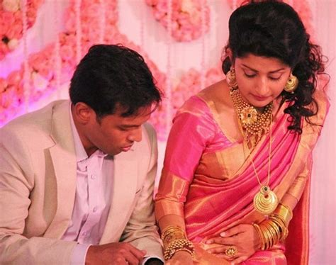 tamil actress meera jasmine family photo meera jasmine family wedding photos celebrity family wiki