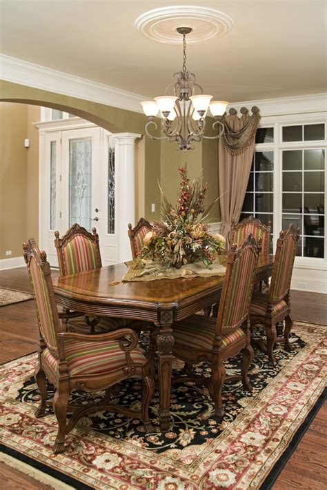 Traditional Dining Rooms Dining Room Table Arrangement