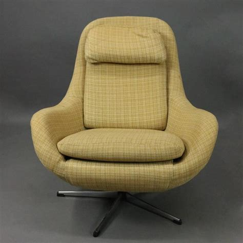 Vintage Mid Century Modern Knoll Style Upholstered Swivel Swivel Club Chair Upholstered