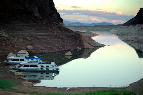 house boat us top 7 us lakes for houseboating with kids minitime