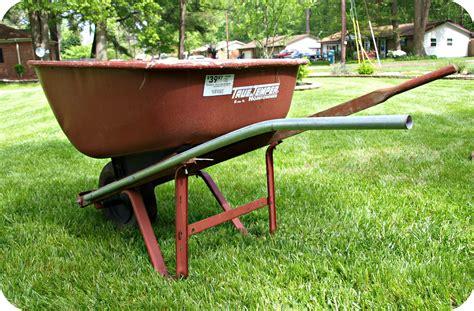 Diy Wheelbarrow Planter by Diy Wheelbarrow Planter Simply Swider