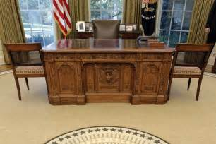presidential desks behind the desk with president obama invisible children