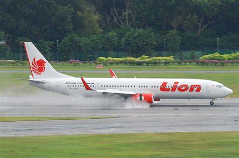 lion air file lion air boeing 737 900er pk lht sin 07 08 2011