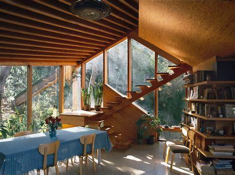 amazing wooden home walstrom house  john lautner