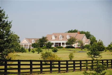 farm houses for sale a small kentucky horse farm more houses for sale hooked on houses