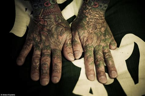 yakuza member tattoo anton kusters photos show inside japan s yakuza crime