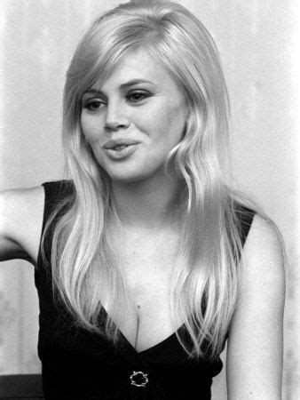 britt ekland long layered hairstyles best 25 britt ekland ideas on pinterest 60s bangs full