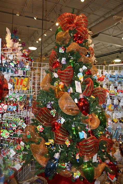 como decorar un arbol de navidad con malla y cinta arbolito decorado con liston de malla mallas de navidad