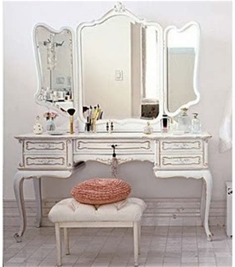 vanity table would make an excellent desk in guest room