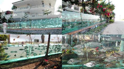 uniknya pagar rumah dijadikan akuarium  turki