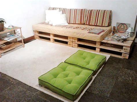 sofa palete 125 sof 225 s de pallets de madeira lindos e criativos