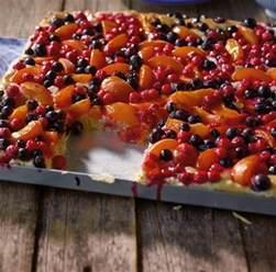 obst kuchen obst marzipan blechkuchen rezept essen und trinken