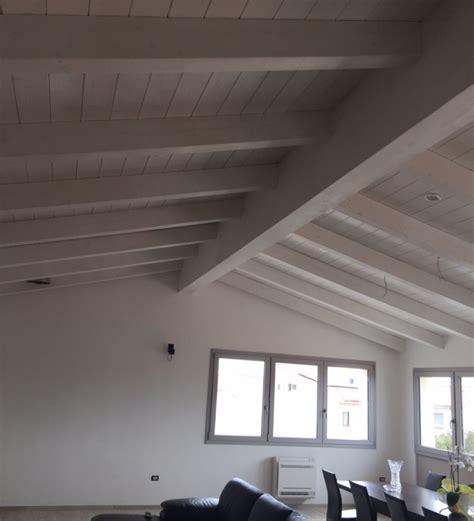 con tetto in legno una nuova mansarda con tetto in legno per una casa in