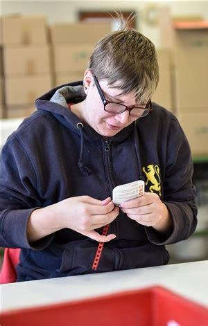 werkstatt für menschen mit behinderung wo menschen mit behinderung arbeiten caritasverband f 252 r