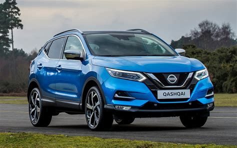 nissan suv back comparison nissan qashqai black edition 2017 vs
