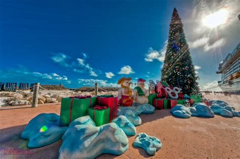 bahamas christmas decorations merry at castaway cay the disney cruise line