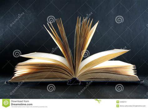 libro seres extraordinarios archivo del el libro del conocimiento foto de archivo imagen de abierto 5430272