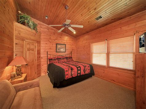 the great bedroom escape gatlinburg cabin the great escape 5 bedroom sleeps