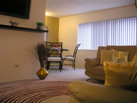 1 Bedroom Apartments In Southfield Mi by Regal Towers Rentals Southfield Mi Apartments