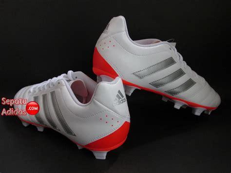Sepatu Bola Adidas Goletto V Fg sepatu bola adidas goletto v fg white silver sepatu