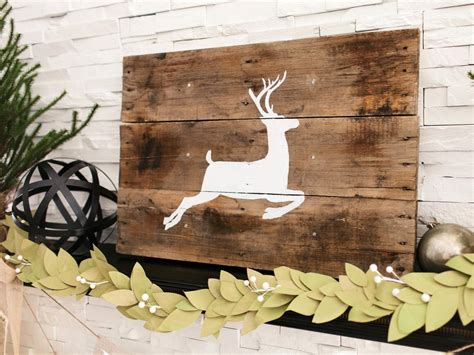 Basteln Weihnachten Holz by Create A Reindeer Silhouette For The Holidays With Fabric