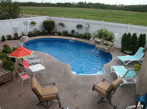 small backyard with pool best 25 small backyard pools ideas on small